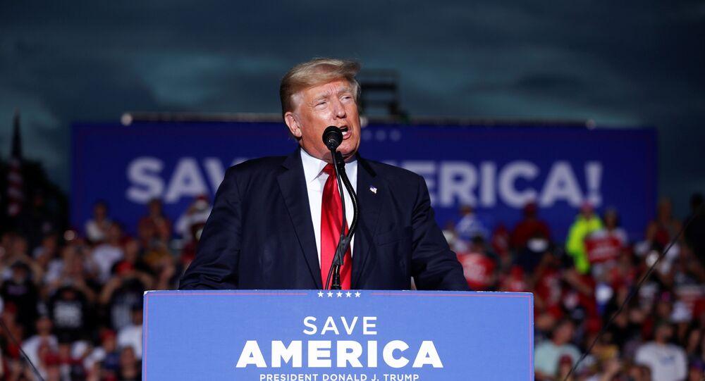 Ex-presidente norte-americano Donald Trump fala a seus apoiadores durante comício na Flórida, Estados Unidos, 3 de julho de 2021
