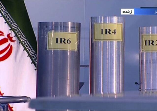 Três versões de centrífugas de fabricação iraniana em Natanz, usina de enriquecimento de urânio no Irã, 6 de junho de 2018