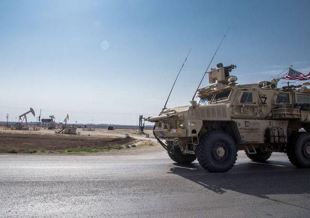 Forças dos EUA patrulham campos de petróleo da Síria (foto de arquivo)