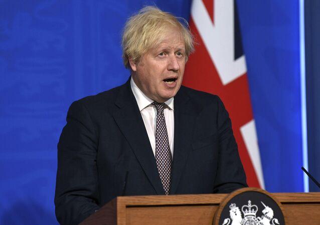 Primeiro-ministro do Reino Unido, Boris Johnson, durante entrevista coletiva em Downing Street, Londres, na segunda-feira, 5 de julho de 2021
