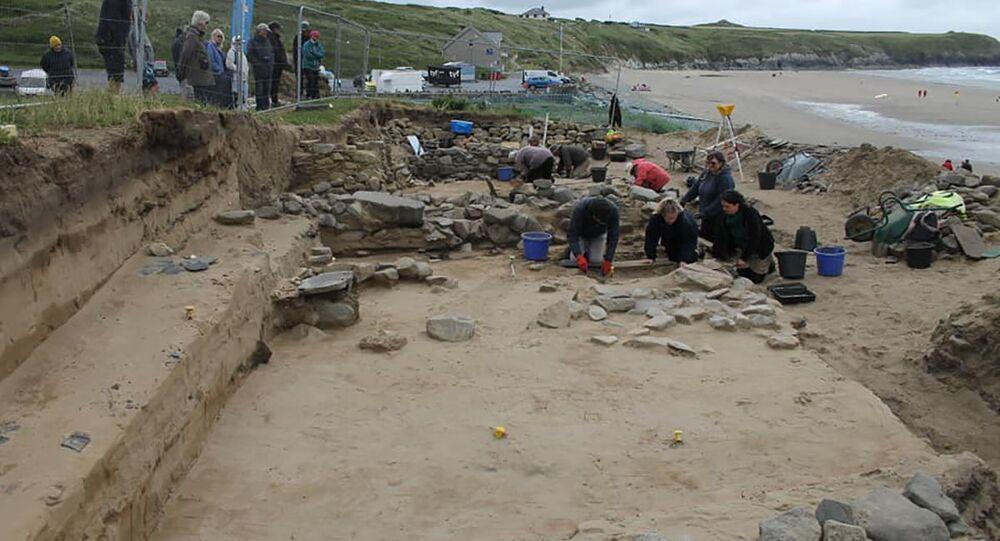 Escavações arqueológicas em Pembrokeshire, País de Gales, Reino Unido (ilustrativa)