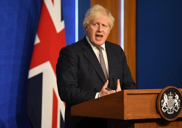 Primeiro-ministro britânico Boris Johnson anuncia relaxamento das restrições contra a COVID-19, Londres, 5 de julho de 2021
