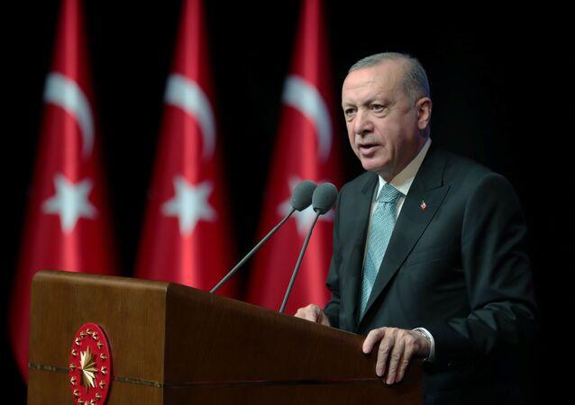 Recep Tayyip Erdogan, presidente da Turquia, fala durante reunião de plano de ação para prevenir violência contra as mulheres em Ancara, Turquia, 1º de julho de 2021
