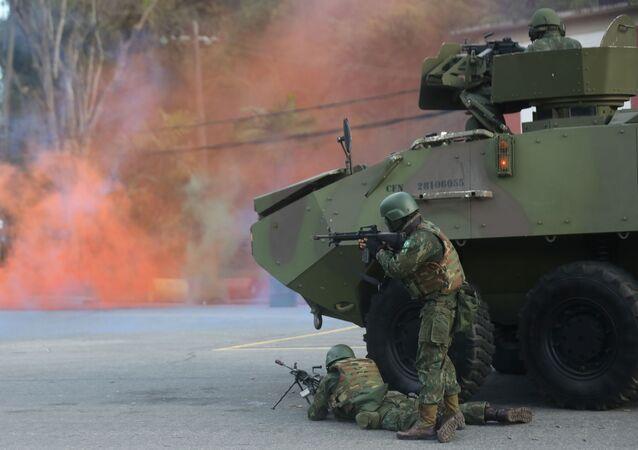 Fuzileiros brasileiros realizam exercício militar antes de inspeção da ONU no contexto das Missões de Paz