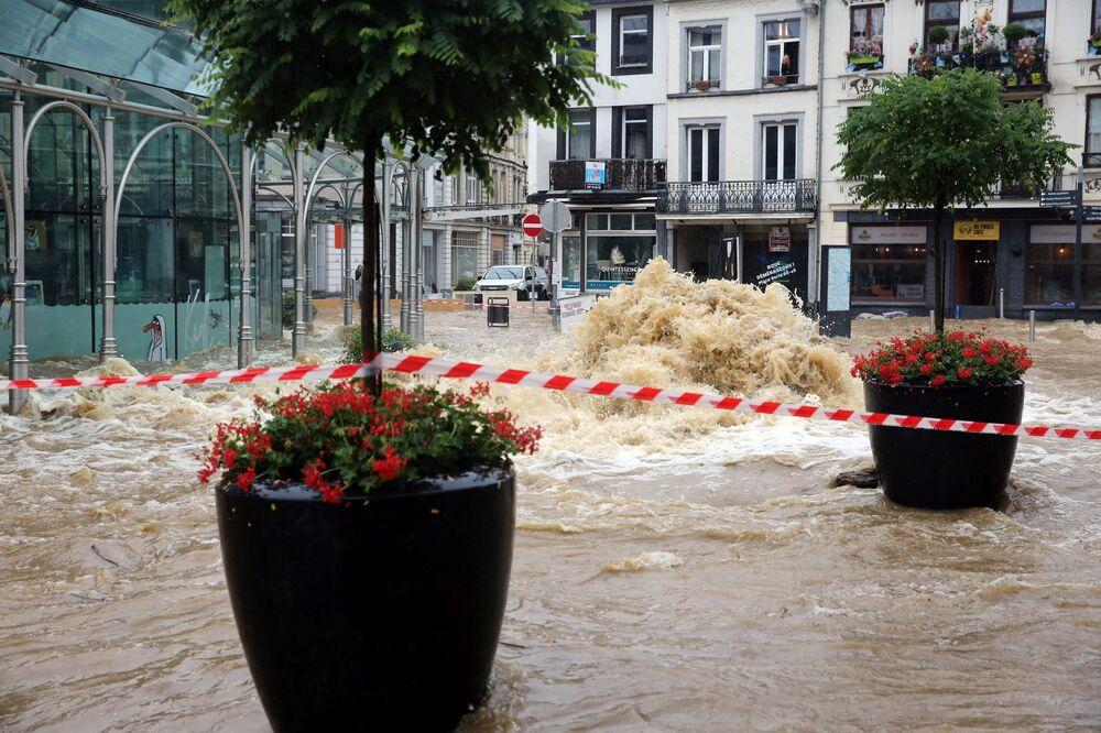 Ruas inundadas da cidade belga de Spa