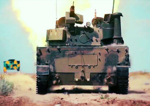 Sprut-SDM1, único tanque flutuante leve do mundo, durante testes de navegação