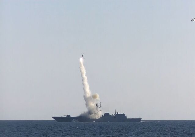 Fragata russa Admiral Gorshkov dispara míssil hipersônico Tsirkon no mar Branco em 19 de julho de 2021