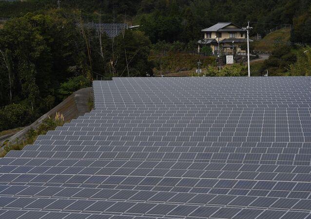 Painéis solares na cidade japonesa de Yufu, na província de Oita. Foto de arquivo
