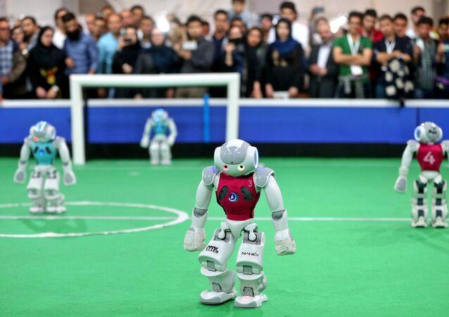 Robôs durante uma partida de futebol da RoboCup