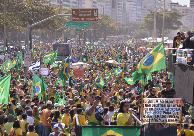 Manifestantes defendem o voto impresso e a presidência de Jair Bolsonaro na cidade do Rio de Janeiro, em 1º de agosto