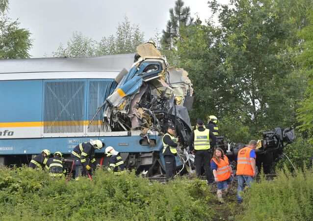 O trem Western Express colidiu com um trem de passageiros perto do povoado de Milavce, entre as estações de Domazlice e Blizejov, nesta quarta-feira (4) na República Tcheca