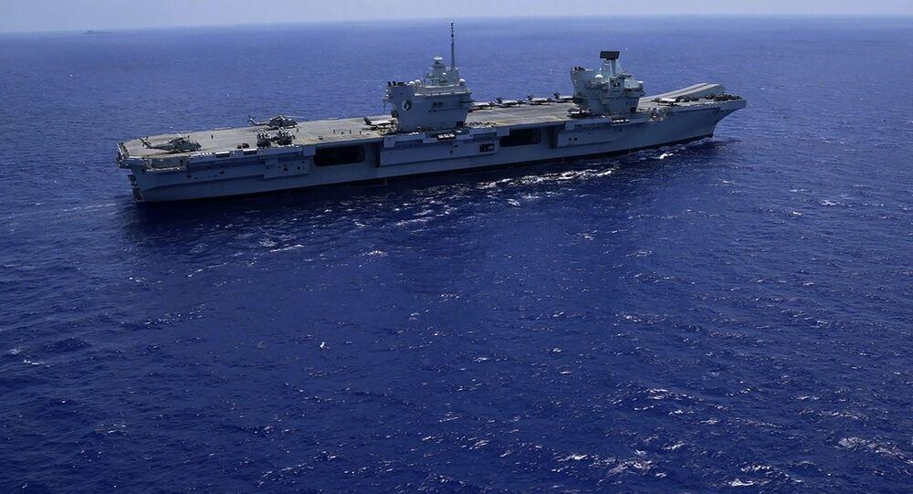 HMS Queen Elizabeth, porta-aviões do Reino Unido, no mar Mediterrâneo, 20 de junho de 2021