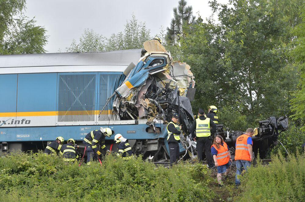 Expresso e trem regional se chocaram na República Tcheca, resultando na morte de dois passageiros e 38 feridos, 4 de agosto de 2021