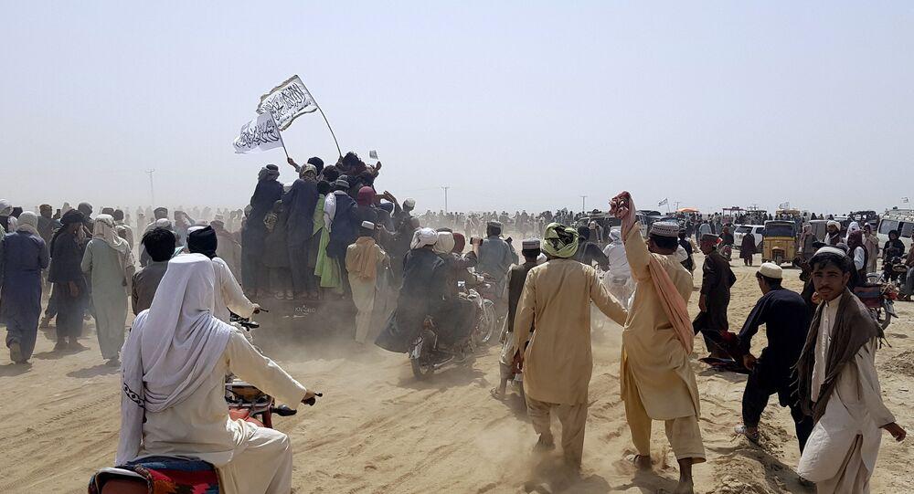 Militantes do grupo insurgente Talibã