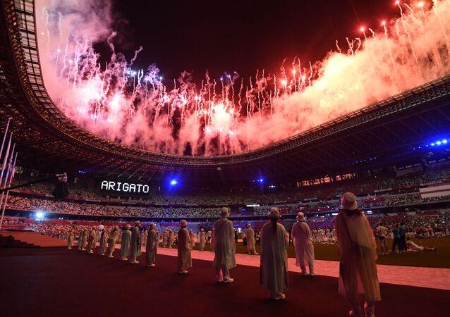 Visão geral de dentro do Estádio Olímpico Nacional durante a cerimônia de encerramento dos Jogos Olímpicos de Tóquio