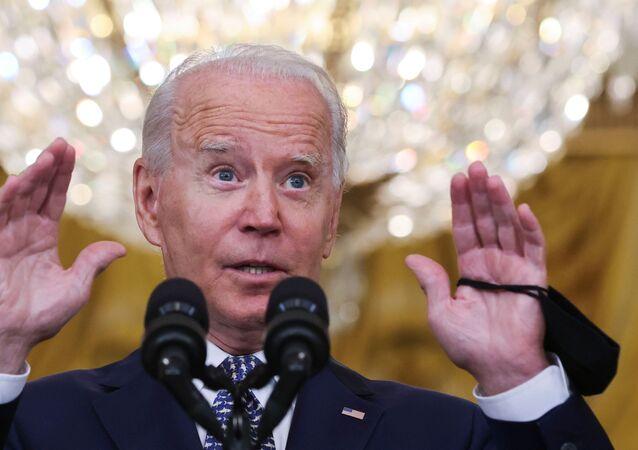 Joe Biden, presidente dos EUA, responde a perguntas de repórteres na Sala Leste da Casa Branca em Washington, EUA, 10 de agosto de 2021