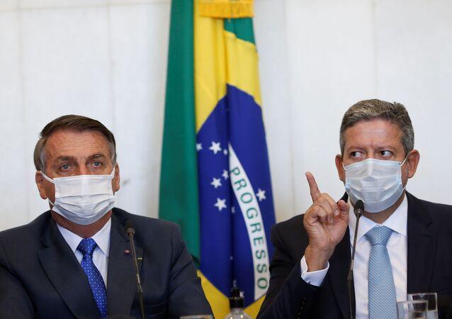 Jair Bolsonaro, presidente do Brasil, e Arthur Lira, presidente da Câmara dos Deputados, participam de reunião em Brasília, Brasil, 9 de agosto de 2021