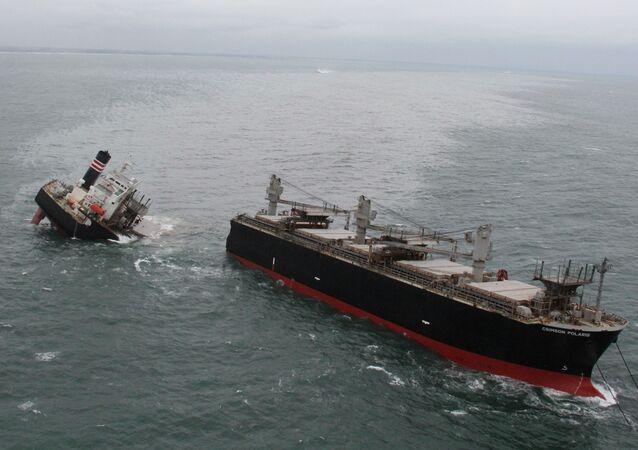 Navio Crimson Polaris quebrado em dois, perto de Hachinohe, no norte do Japão, 12 de agosto de 2021