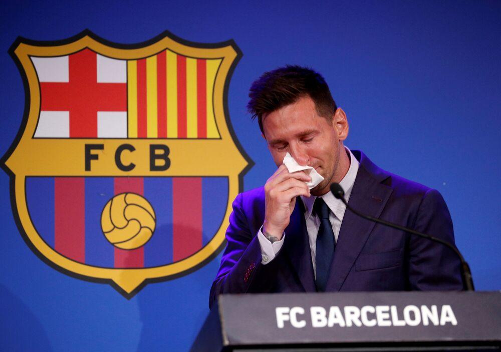 Lionel Messi se mostra comovido durante sua última coletiva de imprensa do FC Barcelona, 8 de agosto de 2021