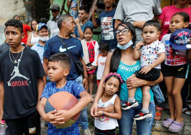 População do bairro popular Cota 905 em Caracas, na Venezuela, dia 14 de agosto de 2021