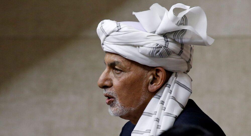 Ashraf Ghani, presidente do Afeganistão, fala no parlamento em Cabul, Afeganistão, 2 de agosto de 2021