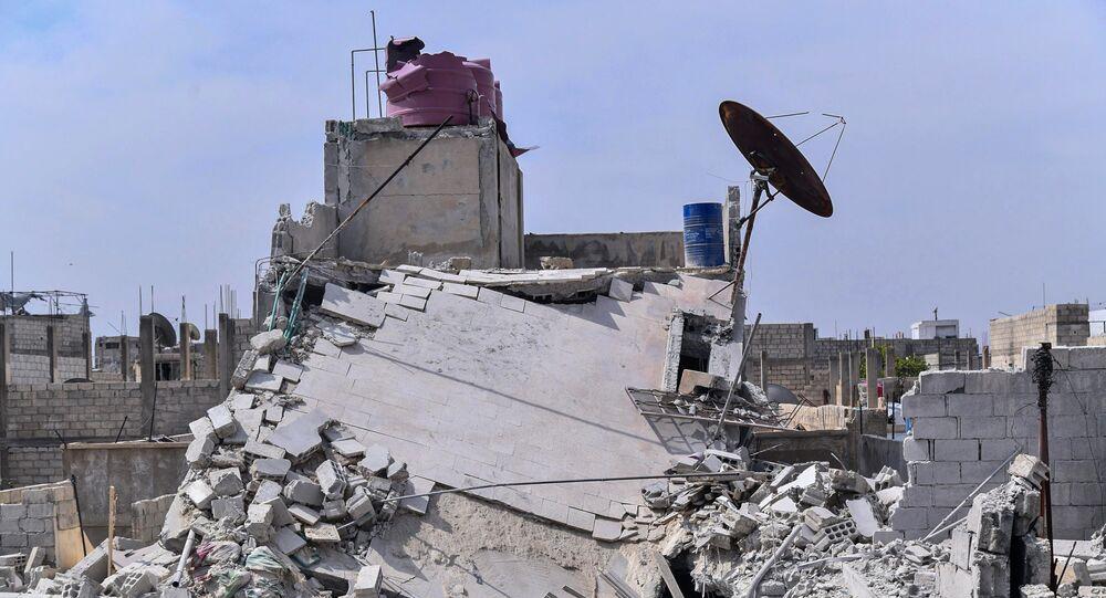 Escombros de casa após ataque aéreo nos subúrbios de Hajira, Síria, 27 de abril de 2020