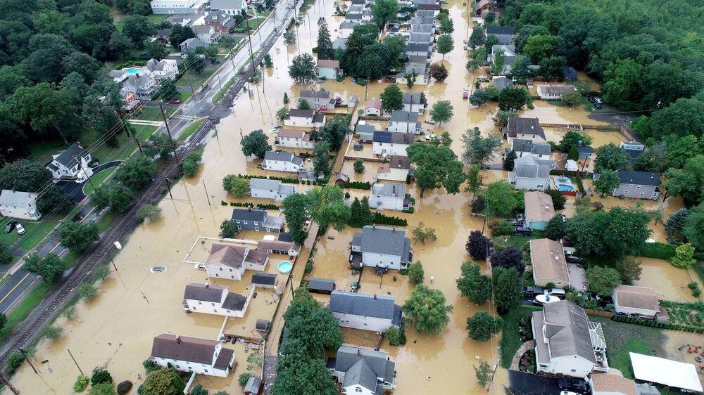 Ruas inundadas após a tempestade tropical Henri, em Helmetta, Nova Jersey, Estados Unidos, 22 de agosto de 2021