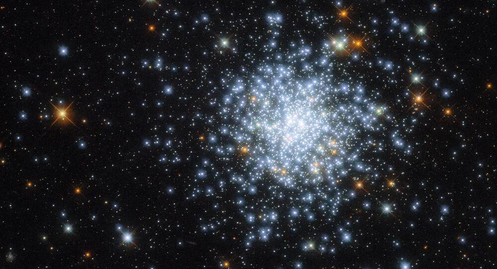 Imagem de aglomerado aberto NGC 2164 capturada pelo Telescópio Espacial Hubble