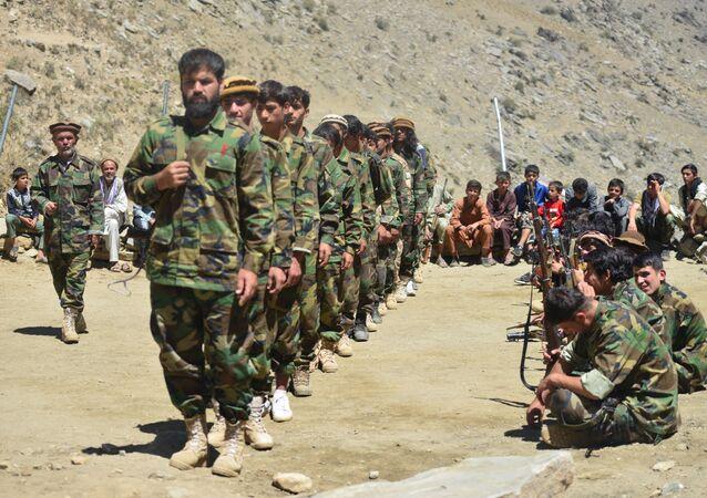 Movimento de resistência afegã participa de treinamento militar no distrito de Dara, província de Panjshir, Afeganistão, 24 de agosto de 2021