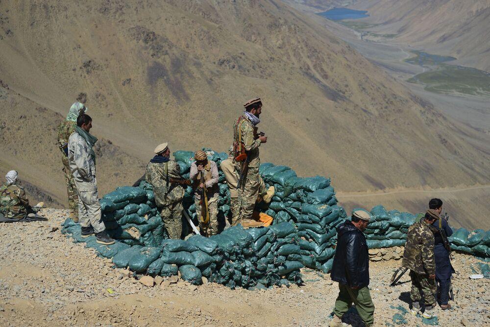 Movimento de resistência afegã monta guarda em um posto avançado na província de Panjshir, Afeganistão, 23 de agosto de 2021