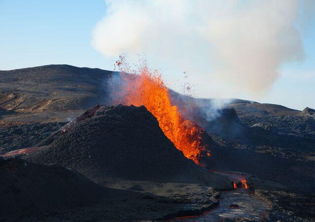 Vulcão (imagem referencial)