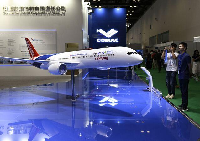 Protótipo do avião de fuselagem larga russo-chinês CR929