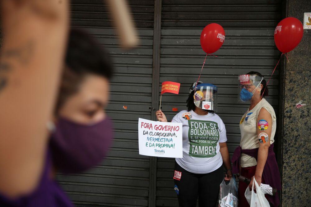 Mulheres demonstram descontentamento com governo de Bolsonaro, no Rio de Janeiro, em 7 de setembro de 2021
