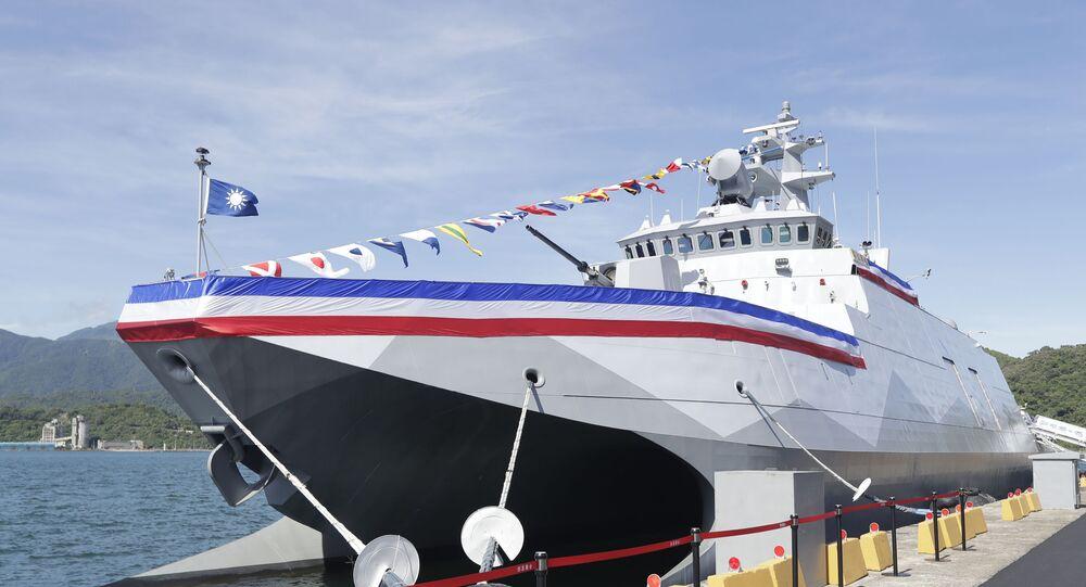 Nova corveta furtiva de mísseis Ta Jiang atracada na base naval de Suao após a cerimônia de comissionamento, Taiwan, 9 de setembro de 2021