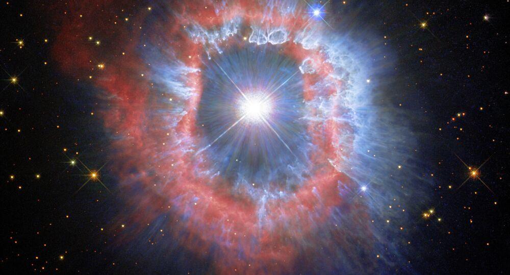 Imagem captada pelo telescópio Hubble da estrela AG Carinae