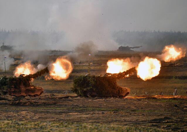 Unidades de artilharia autopropulsada durante a etapa principal dos exercícios militares Zapad 2021, no polígono de Mulino, região de Nizhny Novgorod, Rússia