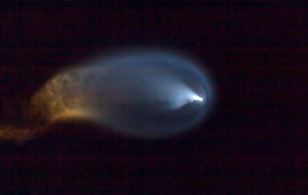 Lançamento do foguete Falcon 9 com a tripulação Inspiration4 visto da praia Vero, na Flórida, 15 de setembro de 2021