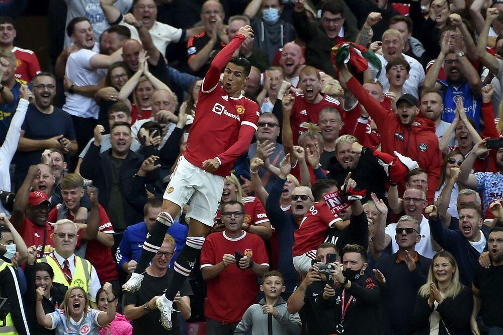 Cristiano Ronaldo celebrando seu segundo golo durante a partida de futebol da Liga Inglesa entre Manchester United e Newcastle United, em 11 de setembro de 2021