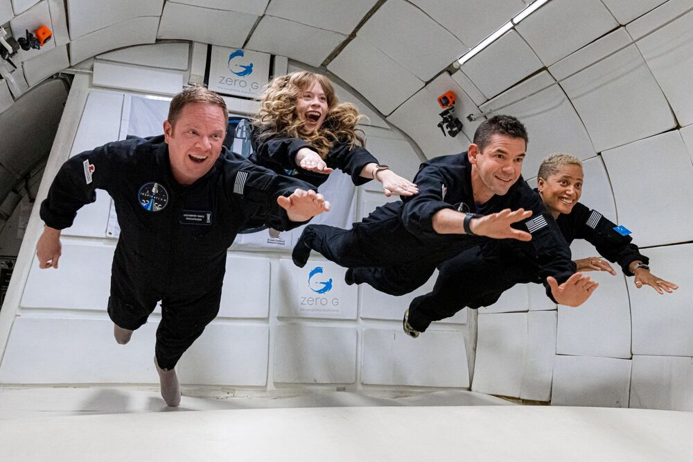 Tripulação Inspiration4 em condições de gravidade zero, em 15 de setembro de 2021