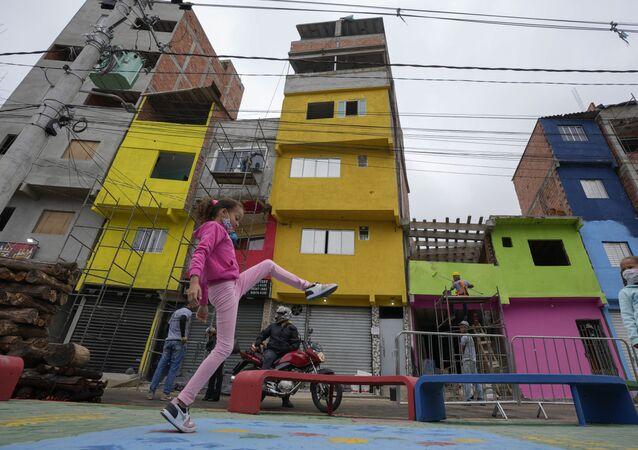 Crianças brincam na favela de Paraisópolis, na cidade brasileira de São Paulo, em 16 de setembro de 2021