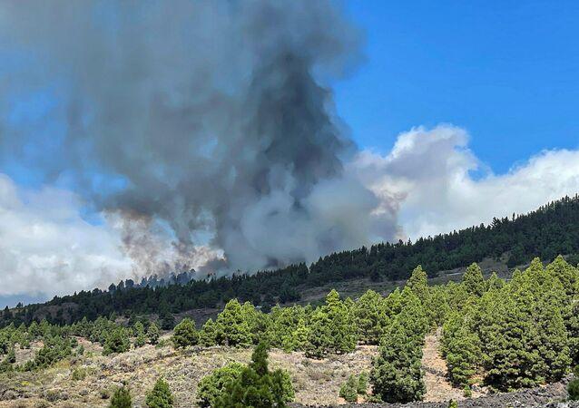 Vulcão entra em erupção na ilha espanhola de La Palma, em 19 de setembro de 2021