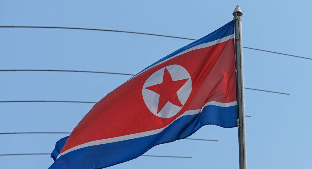 Bandeira da Coreia do Norte é vista na embaixada do país em Kuala Lumpur, na Malásia