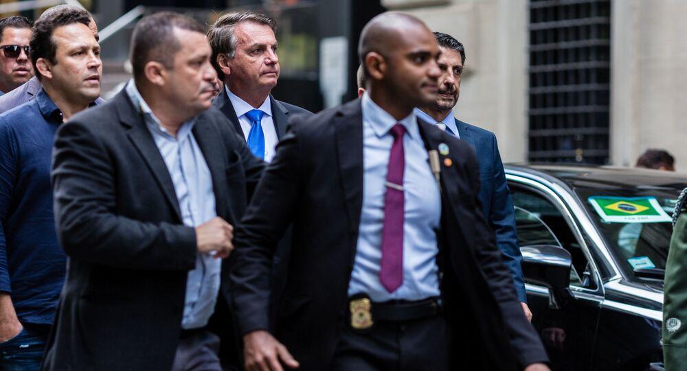 Presidente do Brasil, Jair Bolsonaro, sai de seu hotel enquanto participa da 76ª sessão da Assembleia Geral da ONU, em Nova York, EUA, em 20 de setembro de 2021.