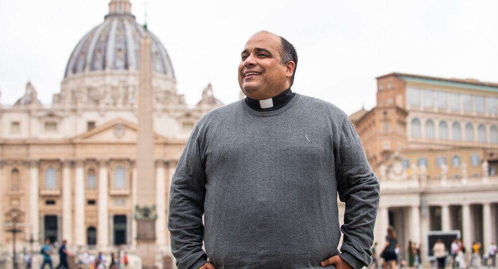 O Padre Omar Raposo, no Vaticano