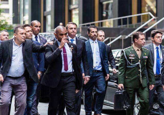 Presidente do Brasil, Jair Bolsonaro, sai de seu hotel enquanto participa da 76ª sessão da Assembleia Geral da ONU, em Nova York, EUA, em 20 de setembro de 2021