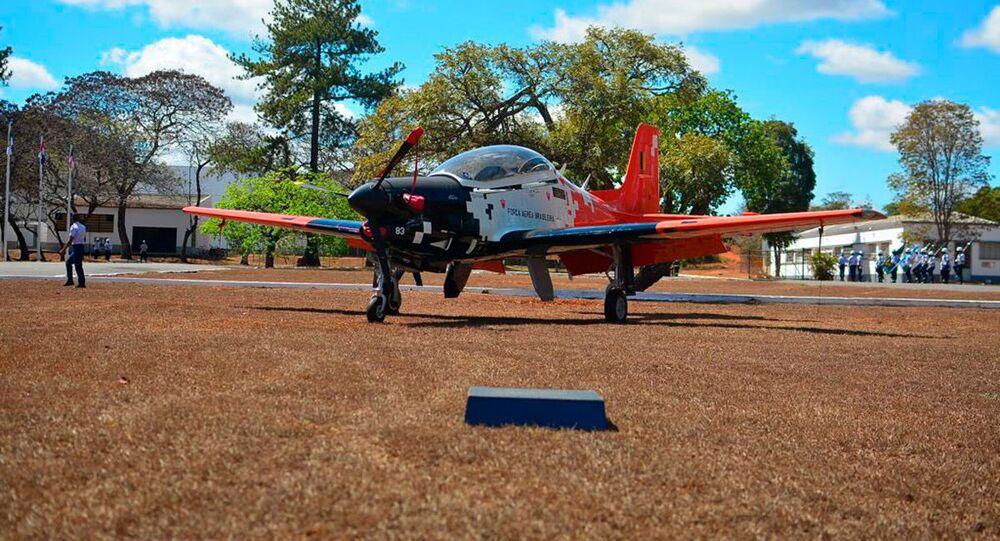 FAB revela nova pintura do avião T-27M Tucano