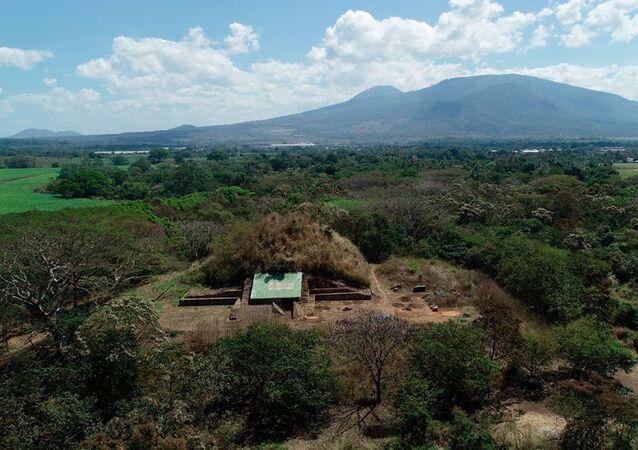 Pirâmide construída pelos antigos maias com material expelido por um vulcão no atual El Salvador