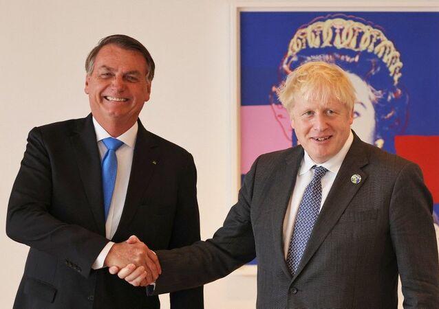 O presidente Jair Bolsonaro (e) e o primeiro-ministro britânico Boris Johnson durante reunião bilateral na residência diplomática do Reino Unido em Nova York, EUA, em 20 de setembro de 2021