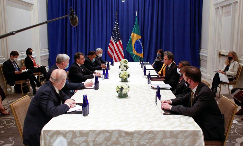 Secretário de Estado dos EUA, Antony Blinken (à direita), e ministro das Relações Exteriores do Brasil, Carlos França (à esquerda), em reunião durante a 76ª sessão da Assembleia Geral da ONU