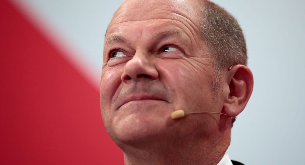 Líder do Partido Social-Democrata e primeiro candidato a chanceler da Alemanha, Olaf Scholz, após primeiros resultados das pesquisas de boca de urna nas eleições parlamentares no país, Berlim, 26 de setembro de 2021